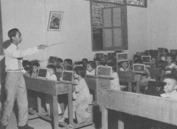 Học sinh lớp Nhất, lớp Nhì hồi xưa.