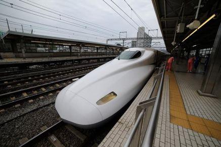 muskarac-u-japanu-izvrsio-samoubistvo-spaljivanjem-u-vozu2-20150630