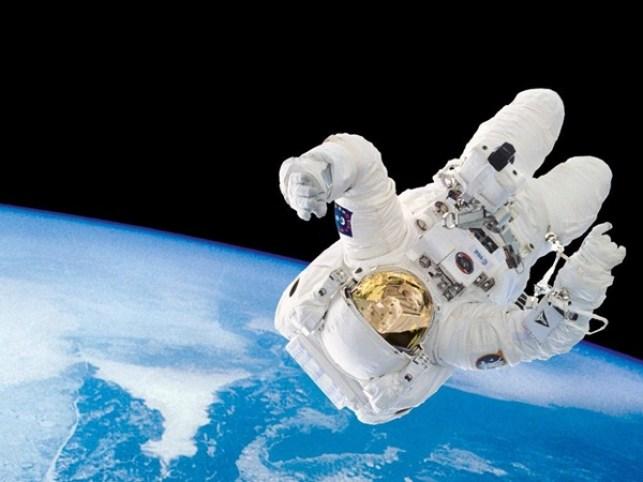 svemir-astronaut