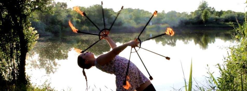 tűzzsonglőr előadó művész