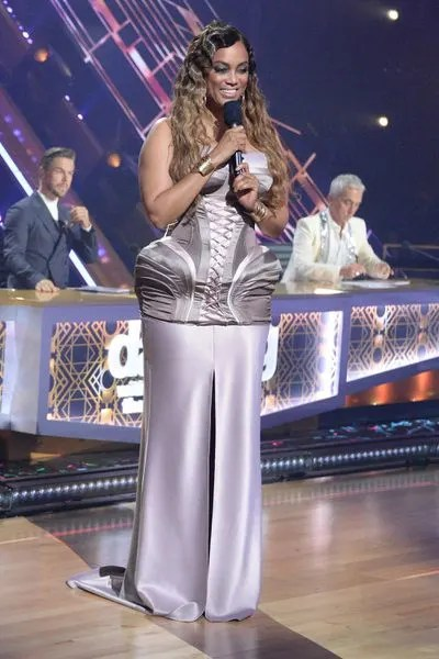 Distracting Designs - Dancing With the Stars Season 29 Episode 4