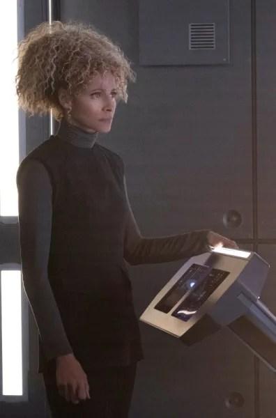 Raffi at the Com - Star Trek: Picard Season 1 Episode 4