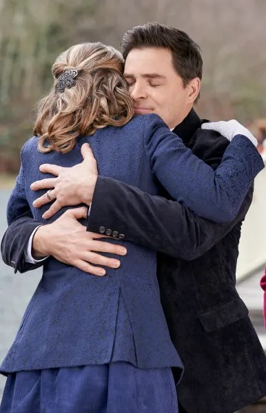 A Hug Long in the Making - When Calls the Heart Season 7 Episode 10