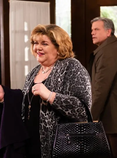 The Guests Arrive at Grey House - Good Witch Season 5 Episode 7