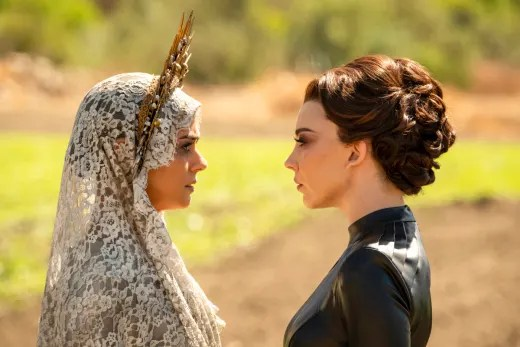 Sisters Facing Off - Penny Dreadful: City of Angels Season 1 Episode 1