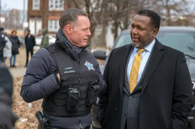 """ending the bloodshed chicago pd - Chicago PD (S06E18) """"The City"""""""