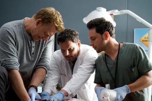 Group Effort - Tall  - Grey's Anatomy Season 16 Episode 4