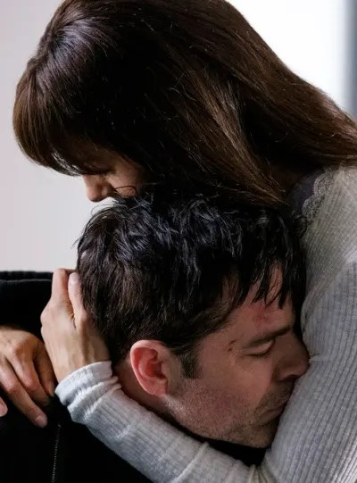 Hard Hugs - SurrealEstate Season 1 Episode 10