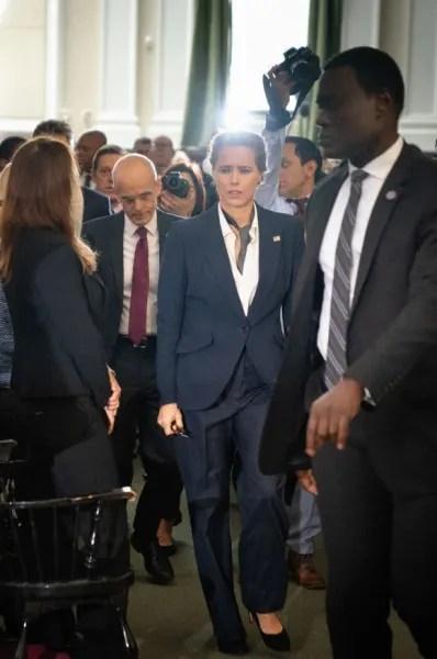 Mobbed by the Press - Madam Secretary Season 6 Episode 9