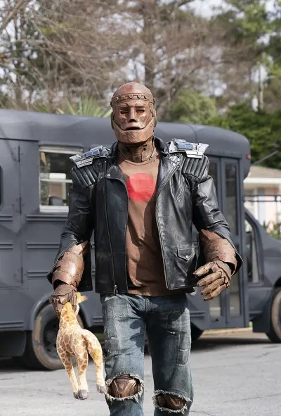 Cliff Has a Mission - Doom Patrol Season 2 Episode 1
