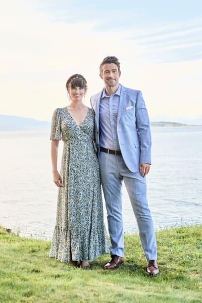 Abby and Evan Pose - Chesapeake Shores Season 5 Episode 6
