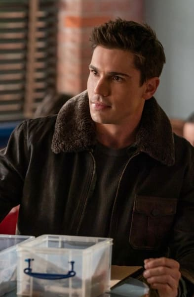 Gregory's In Town - Roswell, New Mexico Season 3 Episode 5