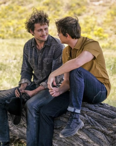 On the Farm - Tall - Roswell, New Mexico Season 2 Episode 4