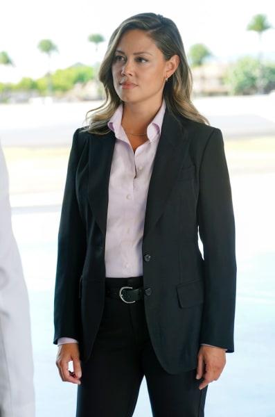 Jane Quizzes Someone - NCIS: Hawai'i Season 1 Episode 1