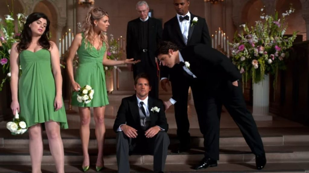 Why Happy Endings Hasn't Been Revived For Season 4 Yet, According To One Star