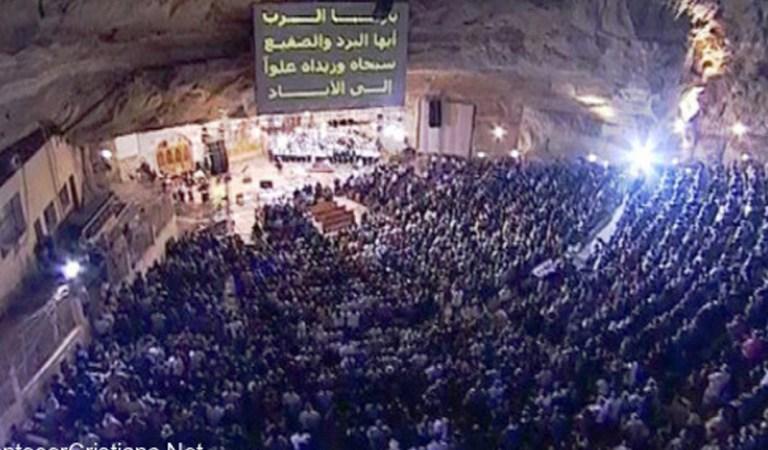 El hermoso himno de la cueva en en Mokattam, Egipto