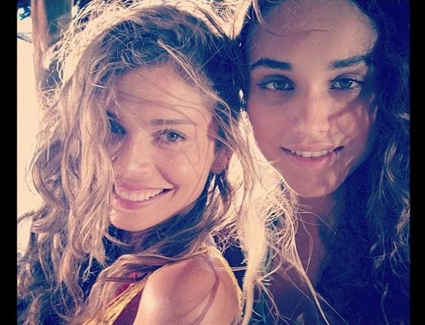 """Grazi Massafera e Débora Nascimento gravam cenas da nova novela das seis """"Flor do Caribe"""" (6/12/12)"""