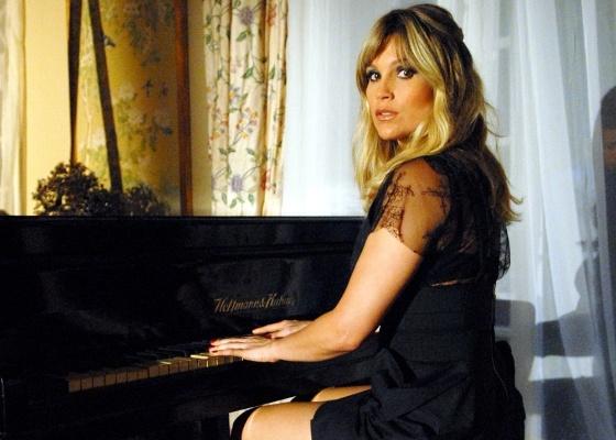 https://i0.wp.com/tv.i.uol.com.br/televisao/2011/02/25/flavia-alessandra-em-cena-de-morde--assopra-fevereiro2011-1298674881434_560x400.jpg