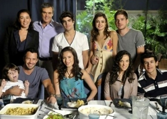 Em Fina Estampa, as famílias Pereira e Le Velmont irão morar juntas (2011)