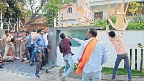 బీజేపీ టీఆర్ఎస్ మద్య రాచుకున్న పంచాయితీ, War between BJP & TRS