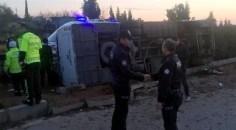 Adana'da midibüs devrildi: 30 yaralı
