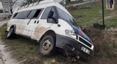 Tarım işçilerini taşıyan minibüs kaza yaptı: 9 yaralı