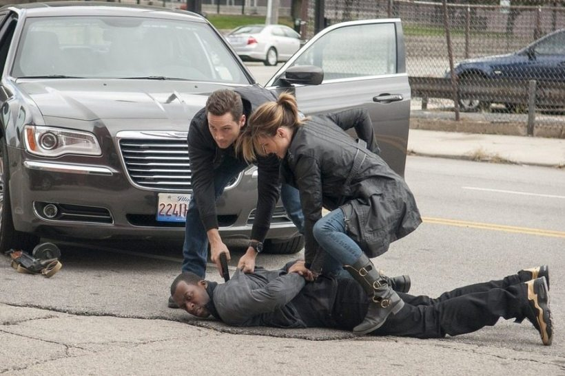 """Chicago P.D. 2x09 """"Called In Dead"""" Promotional Photos"""