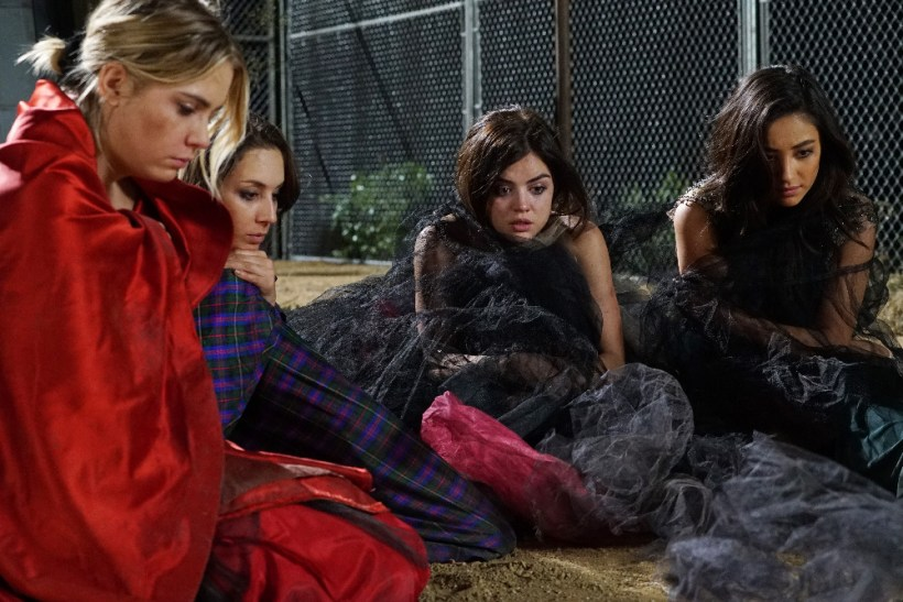 """Pretty Little Liars 6x01 """"Game On, Charles"""" Promotional Photos"""