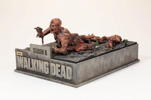 TWD Season 5 Limited Edition Blu-Ray - walker figurine
