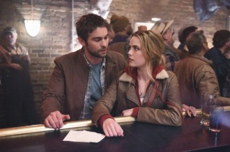 Blood & Oil 1x01 - CHASE CRAWFORD, REBECCA RITTENHOUSE