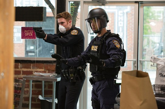 Containment 1x03-1
