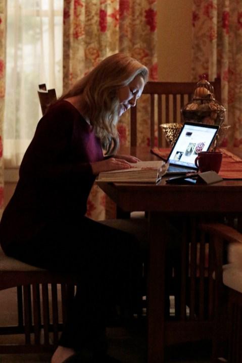 The Family 1x09 - JOAN ALLEN