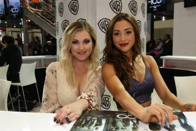 Comic-Con 2016 - The 100 Signing 1
