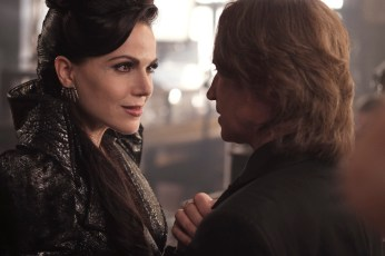 Once Upon A Time 6x02 - LANA PARRILLA, ROBERT CARLYLE