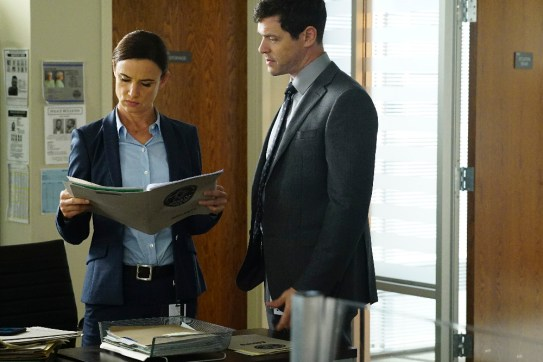 Secrets And Lies 2x05 - JULIETTE LEWIS, BRENDAN HINES