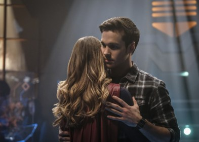 Supergirl 2x16-13