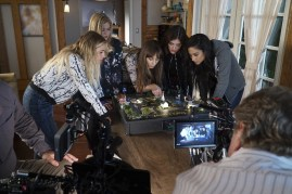 BTS Pretty Little Liars 7x12 -ASHLEY BENSON, SASHA PIETERSE, TROIAN BELLISARIO, LUCY HALE, SHAY MITCHELL