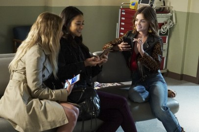 BTS Pretty Little Liars 7x13 - SHAY MITCHELL, LUCY HALE
