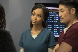 Chicago Med 2x22 - 05