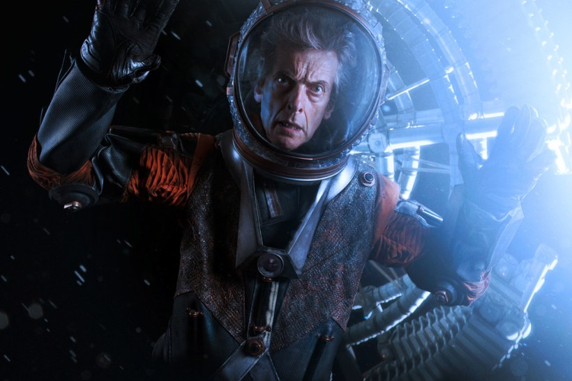 "Doctor Who 10×05 ""Oxygen"""