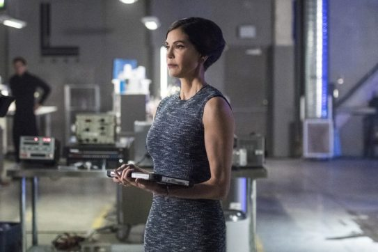 Supergirl 2x20-9