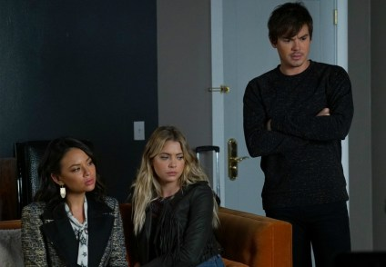 Pretty Little Liars 7x18-16