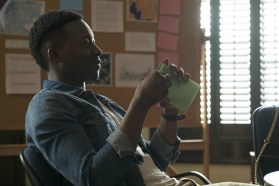 The Mayor 1x01-39