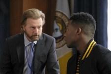 The Mayor 1x02-31