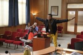 The Mayor 1x02-4