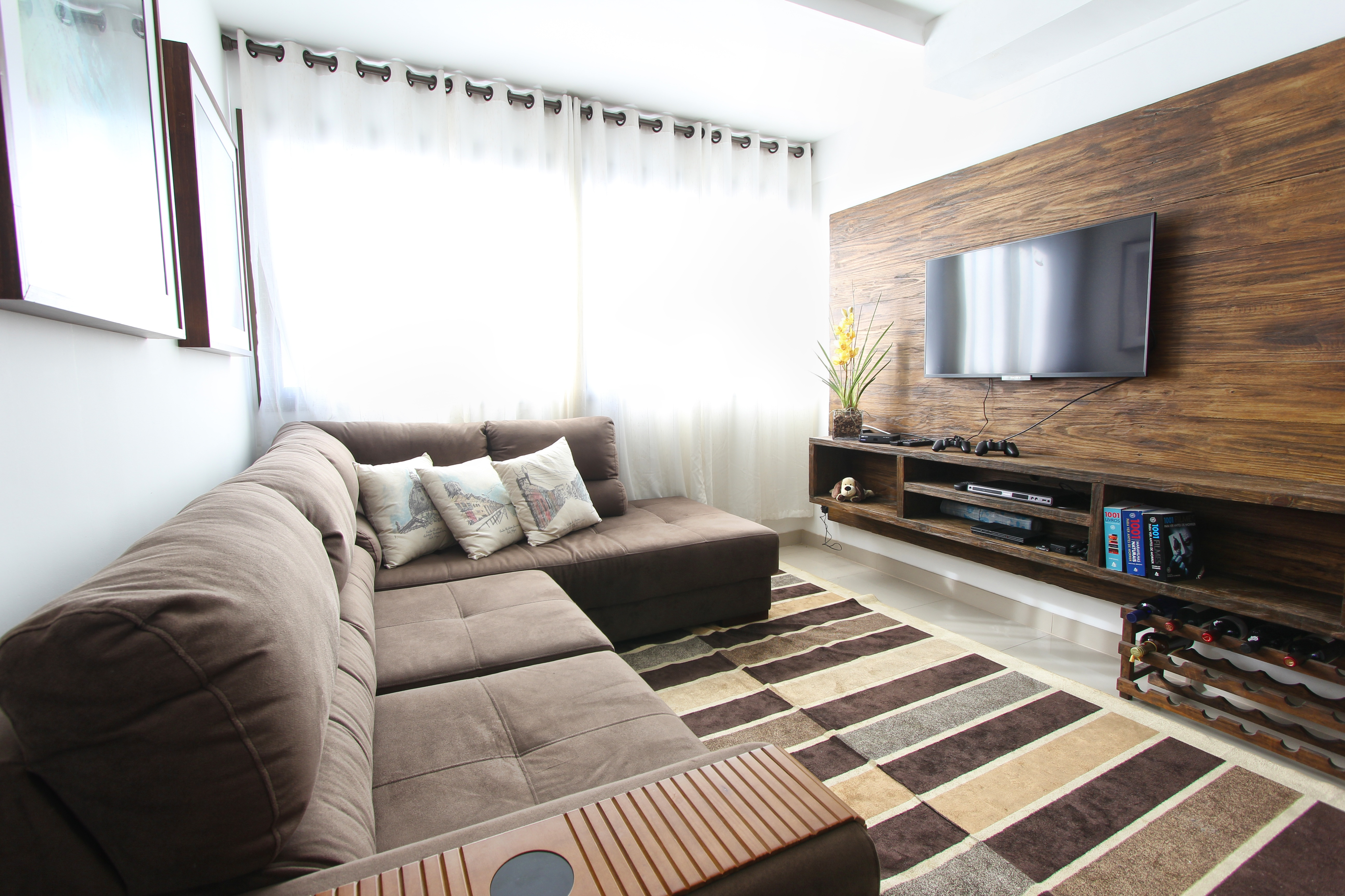 The Best Way to Watch TV In a Bright Room - The TV Answer Man!