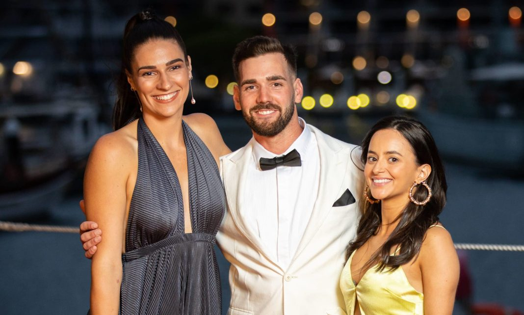 Farmer Sam with Mackenzie and Allanah (image - Channel 7)