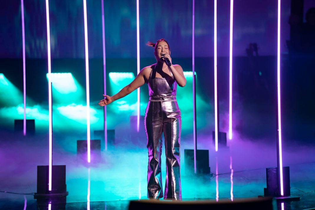 Ella Monnery performs on THE VOICE AUSTRALIA (image - Seven)