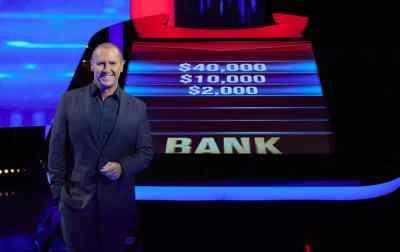 Larry Emdur hosts THE CHASE AUSTRALIA (image - Seven)