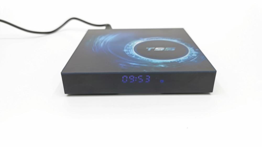 T95 Allwinner H616 front LED clock display